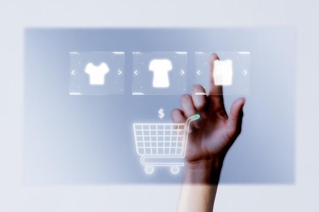 pessoa adicionando roupas ao carrinho para campanha de compras online 53876 98449 - Infraestrutura para um e-commerce de sucesso