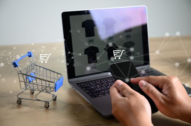 pessoas de negocios usam tecnologia e commerce internet marketing global plano de compras 36325 2310 - Infraestrutura para um e-commerce de sucesso