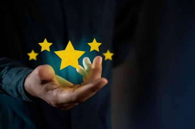 pessoa que da uma critica positiva as pesquisas de satisfacao do cliente 34048 964 - Conquiste a confiança do cliente no seu E-commerce